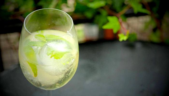 Bebidas típicas da Espanha: Rebujito espanhol