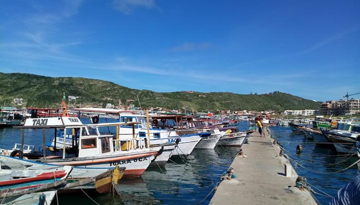 Barcos no Cais dos Pescadores, na Praia dos Anjos