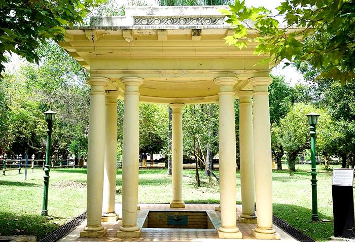Parque das Águas de Caxambu/MG: Fonte D. Isabel/Conde D'Eu