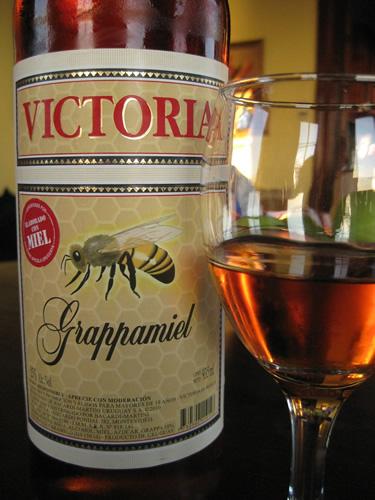 Bebidas Típicas do Uruguai: Grappamiel