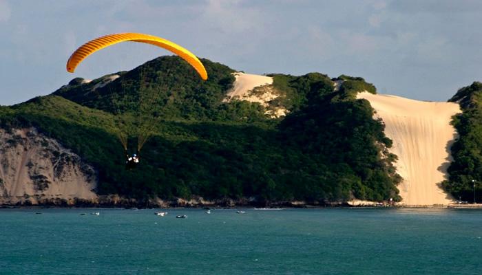 O que fazer na Praia de Ponta Negra: Paragliding