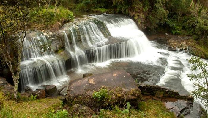 O que fazer em Rio dos Cedros/SC: Cachoeira Gruta do Índio