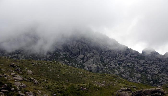Nuvens no Pico das Agulhas Negras