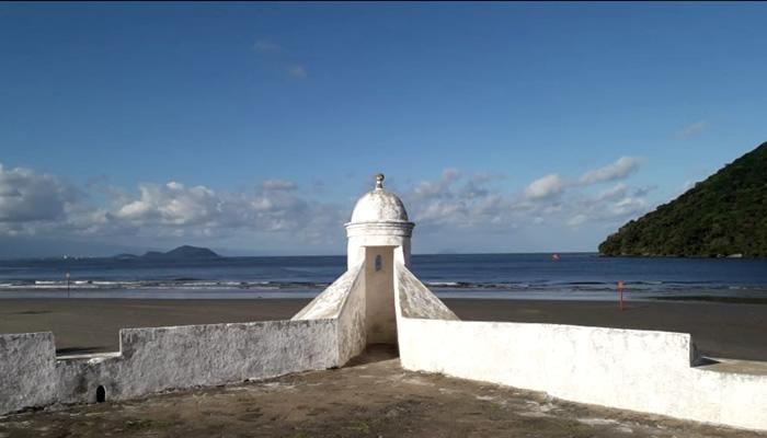 Forte São João, na Praia da Enseada, em Bertioga/SP