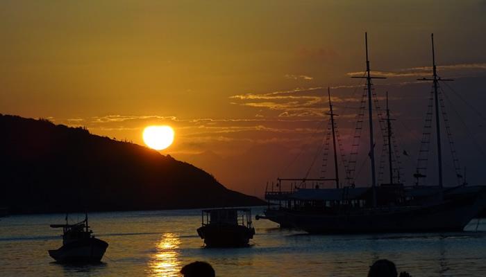 O que fazer em Búzios/RJ: Pôr-do-sol visto do Porto da Barra