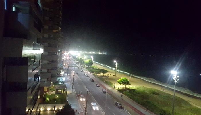 Orla da Praia de Itaparica, em Vila Velha/ES, à noite