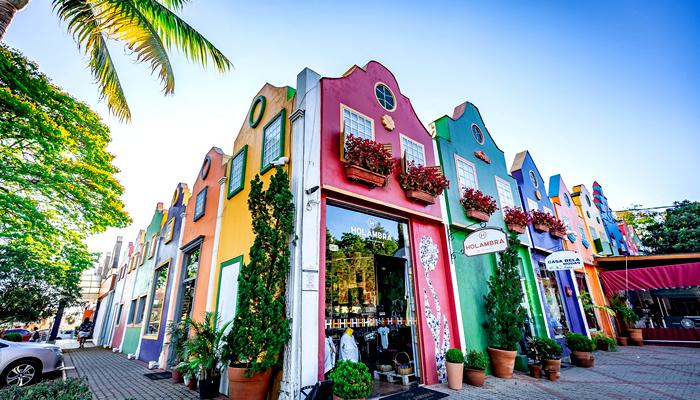 O Que Fazer em Holambra (SP): Construções coloridas