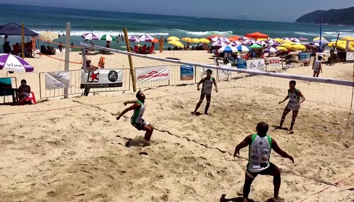 Quadras de beach tennis e futevôlei