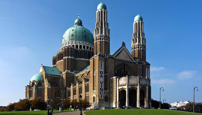 Visite as várias igrejas e catedrais