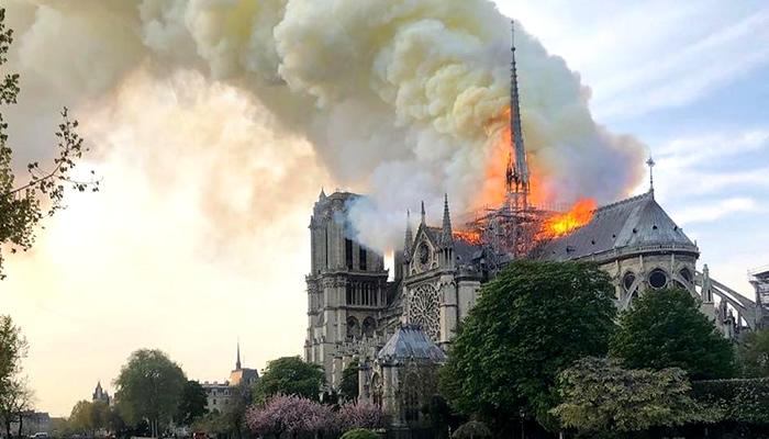 Incêndio ocorrido em 2019, na Catedral de Notre-Dame
