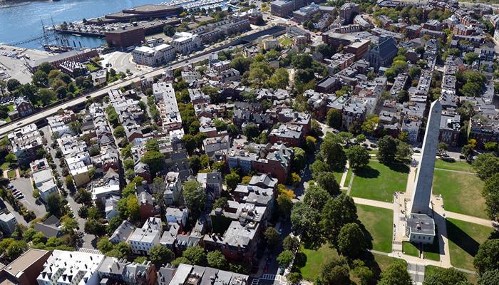 Tenha uma vista incrível da cidade a partir do Bunker Hill Monument