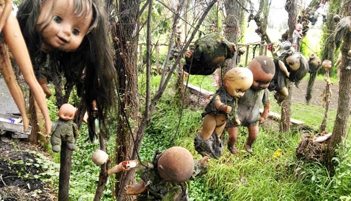 Detalhe das bonecas da Ilha das Bonecas, no México